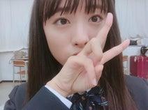 大友花恋、19歳になった初自撮り制服ショットに「可愛すぎ」「永久保存版…!」の声