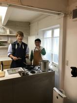 天野ひろゆき、香取慎吾と料理する様子を公開「自然な笑顔」「楽しそう」の声