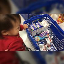森渉、スーパーで娘が袋詰めを手伝ってくれる姿を公開「可愛い」「お利口さん」の声