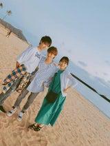渡辺美奈代、ハワイに到着しスーパーで息子たちと「ちょっとお買い物」