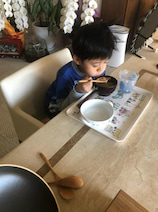 市川海老蔵、息子・勸玄くんたちの大好物を紹介「少しづつ目を覚まして食べとります笑笑」