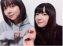 上白石萌音、デビュー8周年で妹・萌歌との2ショットを公開「一番近くにいる同志」