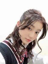 吉川愛、ドラマ『初めて恋をした日に読む話』の制服オフショット公開「みてねー!」