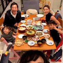 """東尾理子、""""すみれサンタ""""から子ども達へプレゼント「いつもありがとう」"""