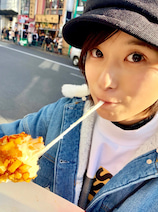 """芳根京子、初めて""""チーズドッグ""""を食べ感動「可愛すぎる」「惚れてもうたわ!」の声"""