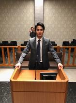 中村蒼、法廷のセットでスーツ姿を披露「似合ってます」「かっこいい」の声