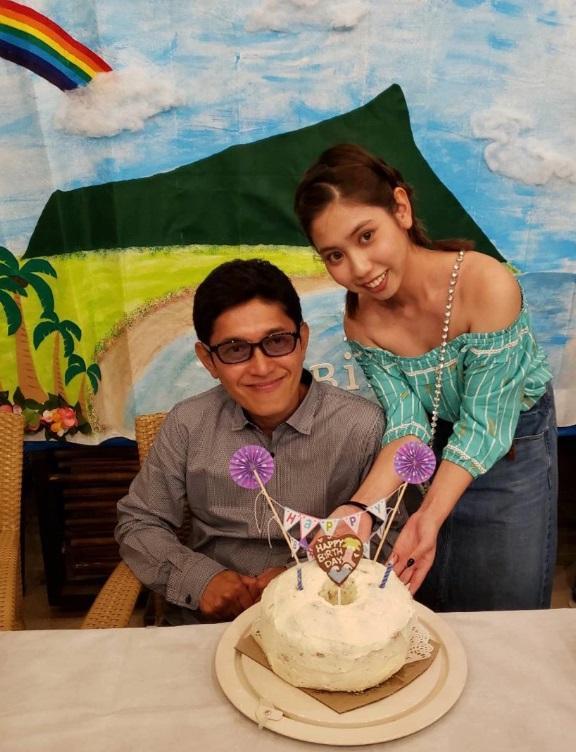 薬丸裕英、つんく♂らとハワイで誕生会「本当に感謝です!」