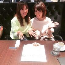"""釈由美子、""""親友""""新山千春の誕生日祝いランチで「久々にガールズトーク」"""