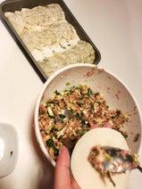 4男1女の母・敦子、挽肉を1kg弱を使って餃子100個を手作り「すっかり完食」