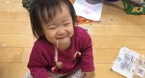 金田朋子、あぐらをかいてアタリメを食べる娘を公開「かわいいなぁ」「目尻が下がって来ます」の声