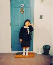 ブルゾンちえみ、小学1年の頃の写真を公開し子ども達へメッセージ「やりたいことを今決めなくていい」