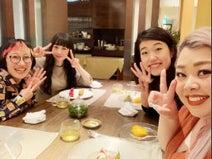 渡辺直美、横澤夏子らとの笑顔ショットを公開「全員が、喋らず涙を流し10分くらい笑い続けた」