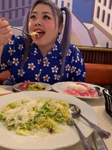 """渡辺直美、NYで食べた""""大好き""""なランチを紹介「思ってたのと違うでしょ?w」"""