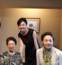 """高橋真麻、""""大好きな街""""で母や祖母らと女子会「ぜひいらしてみて下さい」"""