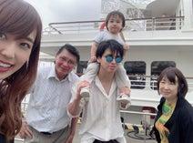 川崎希&アレク、家族で船に乗りプチ旅行を満喫「船で世界旅行とか行ってみたくなったよ~」