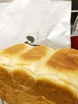 AKINA、夫・ビビる大木が買ってきた高級食パン「ものすごく美味しい!!」