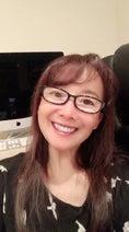 アグネス・チャン、老眼鏡をかけた自撮り写真を公開「似合いますか?」