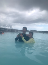 北斗晶、アイスランドで世界最大の露天風呂を訪れ「二時間半くらい入ってた」