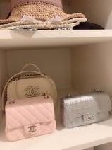 川崎希、自宅のウォークインクローゼットの一部を公開「CHANELのバッグまとめてみたよ」
