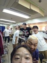 天野ひろゆき『カンコンキンシアター』の楽屋での写真を公開「やっぱり楽しいねぇ~!」