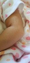 小原正子、長女の腕に生えている産毛を公開「ふさふさ系」