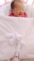 """小原正子、""""生後15日""""の寝ながら笑う長女の写真を公開「天使」「可愛い」の声"""