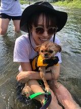 高橋愛、初めてのキャンプで川遊び「経験したことないこといーーっぱい」
