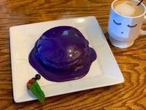 薬丸裕英、妻とシェアした紫色のパンケーキ「これぞハワイ」