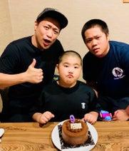 はなわ、三男・昇利くんの誕生日をお祝い「もう重くて抱っこができないのが悲しい」