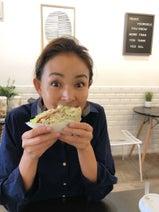SHIHO、ハワイで美味しいベーグルの店を発見「20種類以上あるの!」