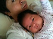 次長課長・河本、赤ちゃん時代の娘との2ショットを公開「昔こんなにちーちゃかった」