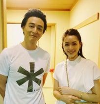 細川直美、夫・葛山信吾と久々の夫婦2ショットに「美男美女」「理想のカップル」の声