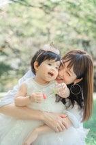 相沢まき、1歳娘の純白ドレス姿を公開「萌えーー」「めちゃめちゃ可愛い」の声