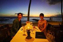 妻・小林麻耶とハワイで2ショット「プレゼントをした服を着てくれました」