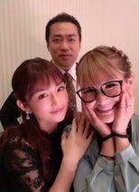 はなわ、小倉優子&ギャル曽根と結婚式で3ショット「ずっとお綺麗なおふたりです」