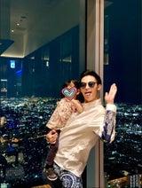 PINKY、夫・窪塚洋介の息子・愛流の誕生日祝い「元気に真っ直ぐカッコよく」