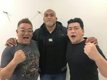 サンドウィッチマン、ラグビー日本代表・中島イシレリとの3ショット公開し「やっぱりデカイ!」