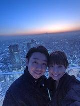 小林麻耶『渋谷スクランブルスクエア』で夫と2ショット「デートにもぴったりな場所です」