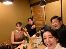 矢田亜希子、共演者たちとの食事ショットを公開「仲良し4人です!」