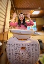 アンミカ、夫との京都旅行中の写真を公開「大人気ないバカップルです。。。」