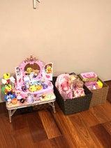 """みきママ、""""強行突破""""で娘のおもちゃコーナーを大掃除「全部ひっくり返したらゴミばっかり」"""