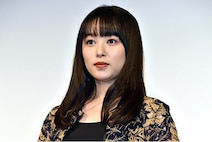 桜井日奈子、胸元ザックリドレスにファン悶絶!「上目遣いにやられた…」「世界一かわいい」