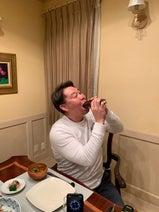 花田虎上、夕食に家族で恵方巻を堪能「今年は西南西 みんなで向いて食べました」