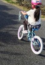 蛯原英里、娘が補助輪なしで自転車に乗れるように「写真を見返すだけでも涙が出る程の感動」