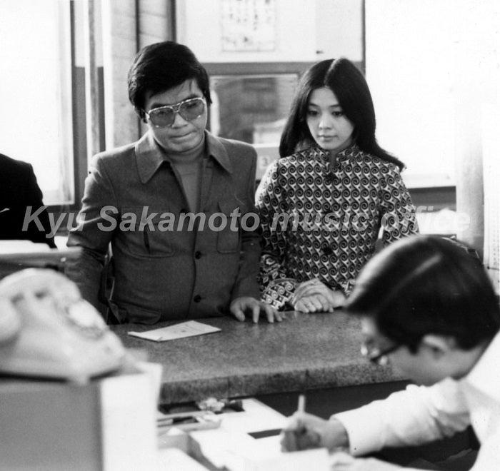 柏木由紀子、亡き夫・坂本九さんとの婚姻届の思い出「懐かしい写真が出てきました!」