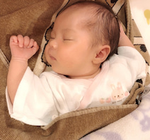 上原さくらの夫、心地よさそうな娘の寝相を公開「定位置が一番好き」