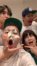 ヒロミ、次男の誕生日に妻・松本伊代らと家族ショット「ケーキで祝ってあげました」