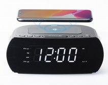 サンワサプライ、無線バッテリーにFMラジオと時計が付いた「ワイヤレス充電器」