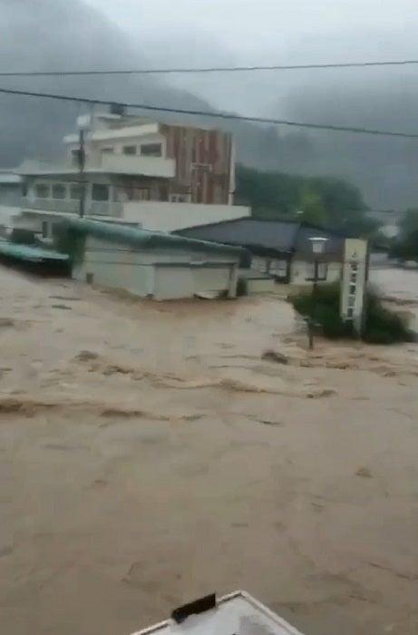 浜田ブリトニーの夫・いわみん、川が氾濫した実家付近を公開「今は連絡が取れない」