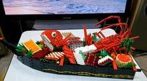 レゴで「船盛り」を作ってみた…鯛や伊勢海老の姿造りを豪快に盛り付けた作品に「こういうの好き」の声